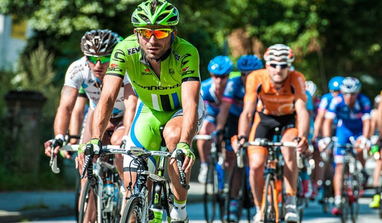 green man cyclists 752x440 - How to Become an Expert Cycling Bettor